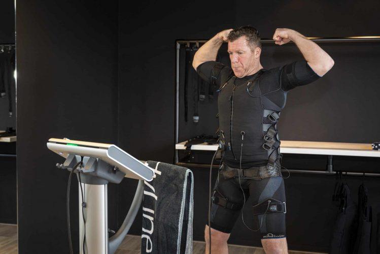 Ferdi traint EMS BodyTec bij BodyLine in Zaltbommel